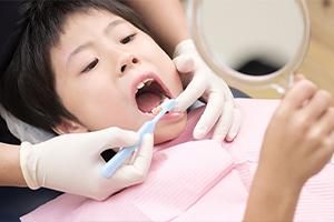 お子さまの歯の治療「なかよし治療」